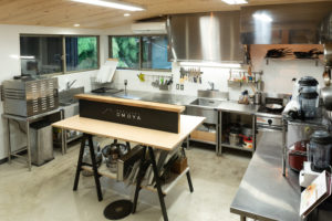 プロ用のキッチンで、クッキングをお楽しみいただけます。