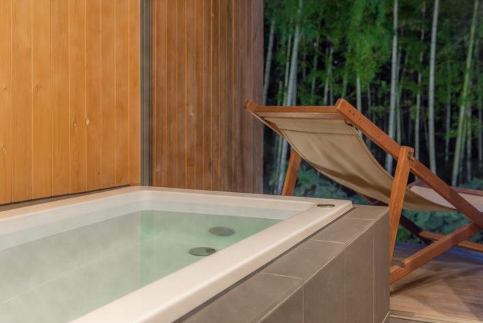 バスタブと、お風呂にはデッキがあります。